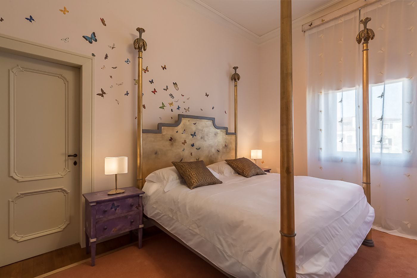 Custom Bed And Decoration By Porte Italia Venezia2