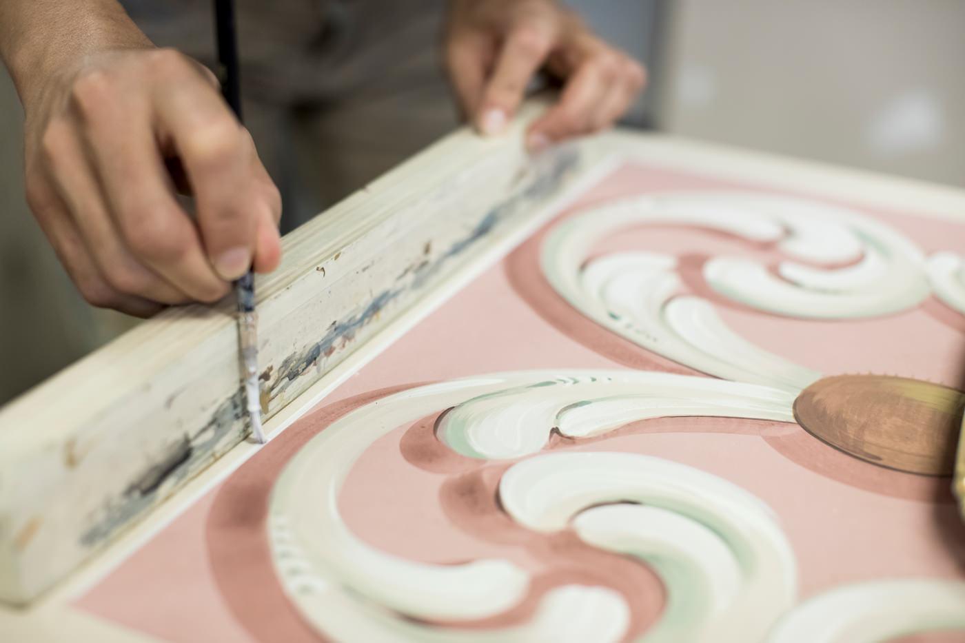 Porte Italia About Artist At Work Hand