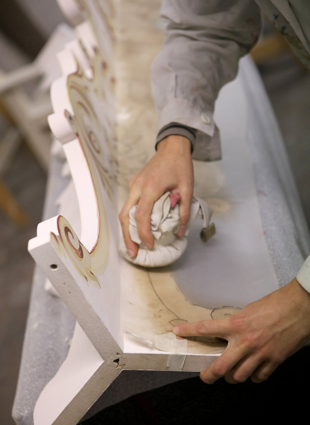 Porte Italia About Artist At Work Hand 2