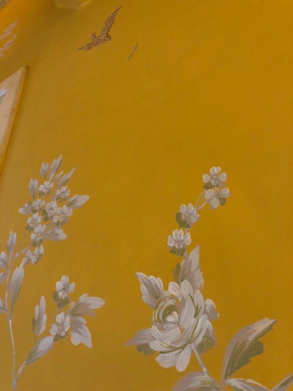 Stunning Monochromatic Foliage Yellow Background Details 2 Porte Italia Venezia